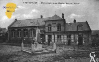 Monument aux Morts, Mairie, École - Contributeur : Guy Gilkin