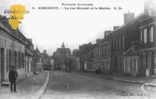 La Rue Blondel et la Mairie - Contributeur : Guy Gilkin