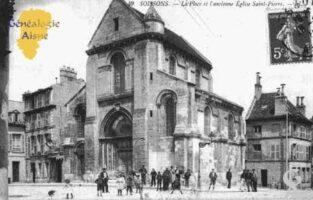 La Place et l'Ancienne Église Saint-Pierre. - Contributeur : Guy Gilkin