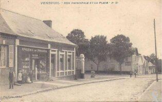 Rue principale et la place - Contributeur : T.Martin