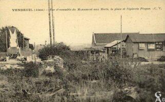 Monument aux morts, place et épicerie Plisson - Contributeur : T.Martin