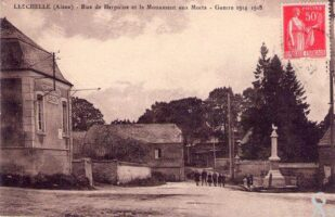 Rue de Herpaine et monument aux morts - Contributeur : A. Demolder