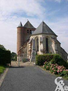 L'église - Entrée par le cimetière <br></noscript>Photo:Natty