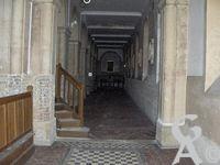 L'église - Déambulatoire ( galerie qui sépare le choeur d'une église des chapelles absidiales )