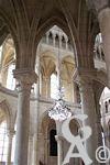 La cathédrale - Déambulatoire surmonté de tribunes.