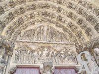 La cathédrale - Iconographie : scène biblique (couronnement de la Vierge, ange, encensoir, nuage); scène biblique (Mort de la Vierge, Assomption).