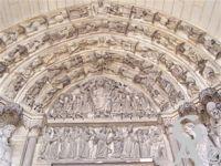 La cathédrale - Tympan et linteau du portail de la Vierge.