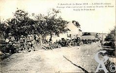 La guerre - 2éme Bataille de la Marne. Passage d'un convoi sur la route de Neuilly St Front.