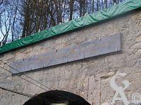 Le touage de Riqueval - La plaque au-dessus du tunnel commémorant l'inauguration par Napoléon Ier