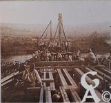 Pendant la Guerre - Construction d'un pont.