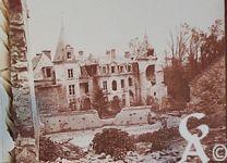 Pendant la Guerre - Le château bombardé.