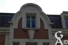 L'Art Déco - De 1920 à 1939, et en réaction à l'Art nouveau d'avant la Première Guerre mondiale, l'Art déco fut un mouvement artistique extrêmement influent surtout dans l'architecture et le design, mais concerna en fait plus ou moins toutes les formes d'arts plastiques.  Le style Art déco tire son nom de l'Exposition internationale des Arts Décoratifs et industriels modernes qui se tint à Paris en 1925.  Source Wikipédia. Contr : Jean louis Delage.