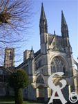 L'abbaye St Martin - Une collégiale Saint Martin est attestée depuis l'époque carolingienne à nos jours, mais désormais subsiste l'abbaye Saint Martin de Laon en lieu et place de la collégiale carolingienne. l'ensemble abbatial comprend l'église abbatiale Saint Martin: seconde en dignité de l'ordre des Prémontré fondé par Saint Norbert en 1120, cette église du XIIème siècle démontre une architecture d'influence cistercienne. Il y a également un logis abbatial Saint Martin du XVIIème siècle et des bâtiments conventuels comprenant un cloître, une salle capitulaire, un réfectoire du XVIIIème siècle.