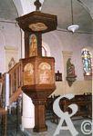 L'église - La chaire : elle est en chêne de forme hexagonale, adossée à un pilier de la nef. Les décors sont dans la masse en relief et représentent des figures bibliques. Saint Jean-Baptiste sur les rives du Jourdain. Il porte l'Agneau mystique, Réalisée en 1925 par Gabriel Girodon