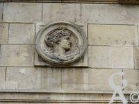 L'Hôtel de Ville - La ville doit son nom à Thierry IV, dernier roi mérovingien, qui y fut enfermé par Charles Martel, marquant ainsi l'avènement de la dynastie Carolingienne.