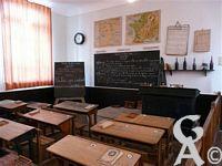 Le musée départemental de l'école publique - Avec une salle de classe reconstituée comme début du XXe siecle.