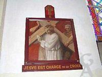 L'église - Le chemin de Croix : réalisé en deux fois (1925 et 1926) sur du ciment enduit et peint.