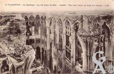 Les rues en ruines - La Basilique - la nef prise du faîte