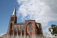 L'église - Vue latérale