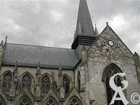 L'église - La basilique de Liesse fut construite en 1134 par les Chevaliers d'Eppes puis rebâtie en 1384 et enfin agrandie en 1480. C'est en 1913 que l'église fut érigée en Basilique.
