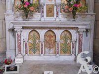 L'église Notre-Dame de Lourdes - Détail de l'autel