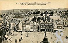 Les rues en ruines - Pendant l'occupation allemande 1918, Place de l'Hôtel de Ville.