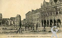 Les rues en ruines - La Place de l'Hôtel de Ville pendant l'occupation allemande 1918.