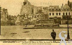 Les rues en ruines - La Place de l'Hôtel de Ville, au fond la Collégiale