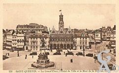 La Place de l'Hôtel de Ville dans le passé - La Grand'Place, l'Hôtel de Ville et le Monument de la Défense.