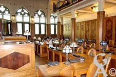 L'intérieur de l'Hôtel de Ville - Salle du Conseil Municipal