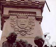 Le monument de 1557 - Blason de la ville