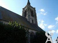 L'église - Sainte-Macre, fut rebâtie au XVIe siècle et classée monument historique en 1920. On peut y voir : des vitraux modernes ; une châsse contenant les reliques de Sainte-Macre, vierge martyrisée au IVe siècle ; un orgue reconstruit en 1990 qui sert à des enregistrements et des concerts.