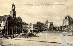 Les rues en ruines - Place de l'Hôtel de Ville