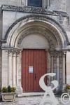 L'église - Porte d'entrée de l'église